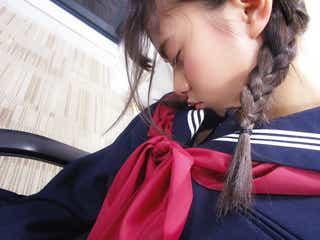 乃木坂46齋藤飛鳥、三つ編みセーラー服の寝顔ショット公開 「まさに天使」と絶賛の声