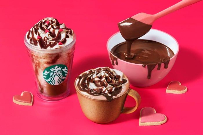 メルティ 生チョコレート フラペチーノ、メルティ 生チョコレート モカ/画像提供:スターバックス コーヒー ジャパン