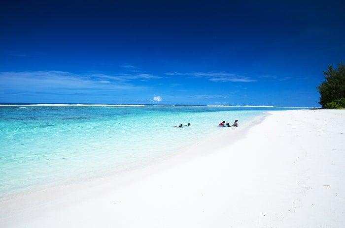 真っ白な砂とロタブルーの海のコントラストが眩しいテテトビーチ(C)Junji Takasago/MVA