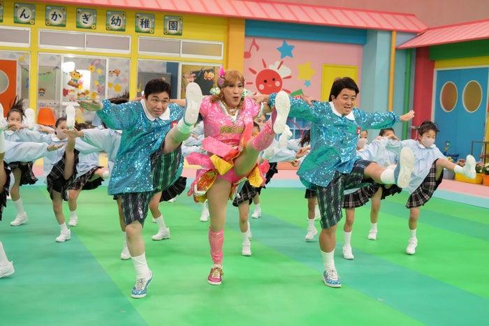 (左から)せいや、ゴリエ、松尾駿 (C)フジテレビ