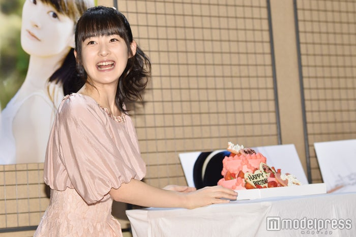 """芸能界引退の""""ももち""""嗣永桃子、5年ぶりの水着に自信「顔も完璧なのに ..."""