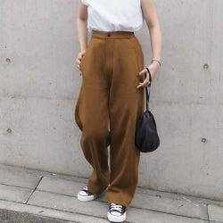 一本あると便利なブラウンパンツの着こなし術|夏コーデのマンネリを解決!