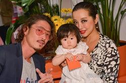 窪塚洋介、妻・PINKY&愛娘と家族3ショットでNYイベント来場
