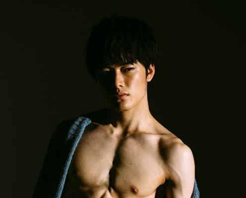 注目の若手俳優、フルヌードで脅威の肉体美を大胆披露