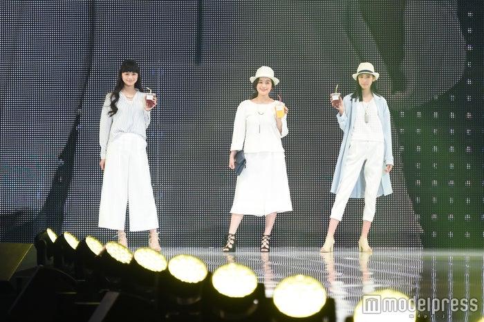 「神戸コレクション2016 SPRING/SUMMER」に出演した筧美和子(中)(C)モデルプレス(C)モデルプレス