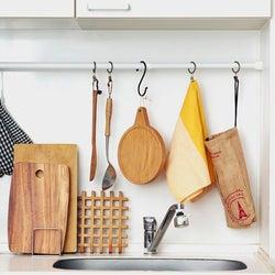 「アレ」を使ってスッキリを実現!キッチン&テーブルの意外な収納術