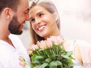 プロポーズでお花をもらった…!彼氏がキュンとなる可愛い喜び方5選