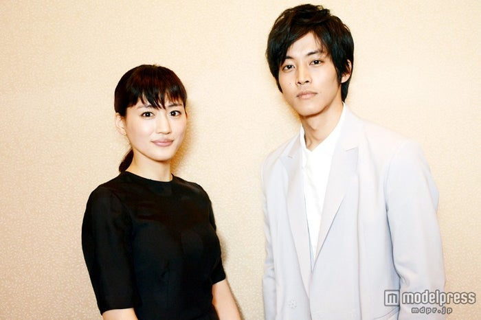 モデルプレスのインタビューに応じた綾瀬はるか、松坂桃李