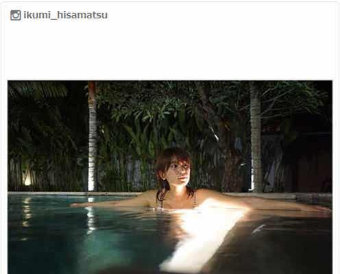久松郁実、夜プールでSEXYショット公開 ファンから「気持ちよさそう」の声