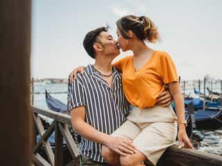 う、うれしい…男性がキュン死する「女性からのキス」って?