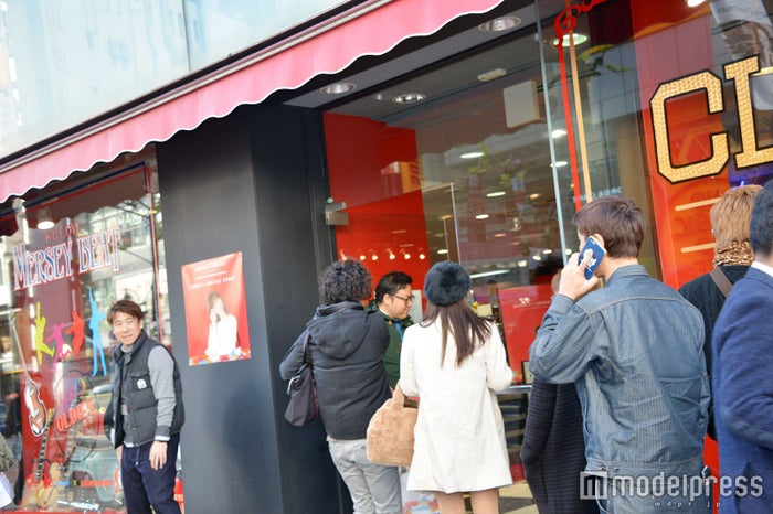MACOの来店イベントに並ぶ人々(C)モデルプレス