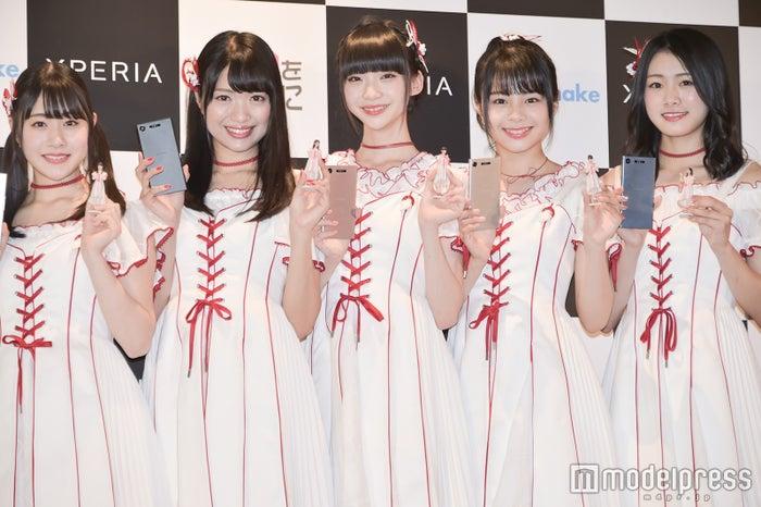 イベントに登壇した(左から)加藤美南、北原里英、荻野由佳、本間日陽、長谷川玲奈 (C)モデルプレス