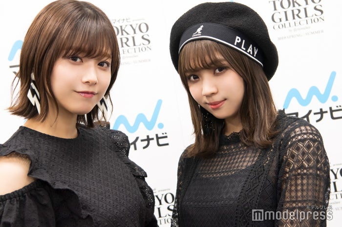 モデルプレスのインタビューに応じた小林由依(右)、渡邉理佐(左) (C)モデルプレス