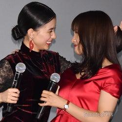 土屋太鳳&芳根京子、100回唇重ねる「キスはあいさつです」<累-かさね->