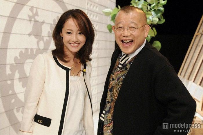 約6年ぶりにトーク番組に出演した沢尻エリカ(左)と「A-Studio」MCの笑福亭鶴瓶