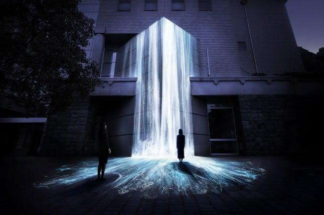 文化の森に憑依する滝/Universe of Water Particles on Bunkanomori Park/画像提供:チームラボ