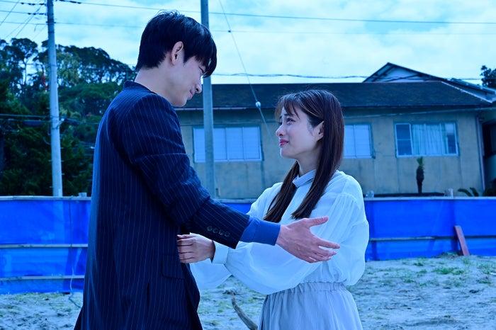 綾野剛、石原さとみ 「恋はDeepに」最終話より(C)日本テレビ