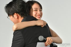 小泉徳広監督、広瀬すず (C)モデルプレス