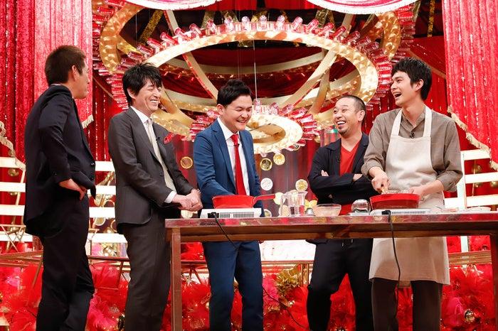 (左から)博多華丸・大吉、千鳥、北村匠海(C)カンテレ