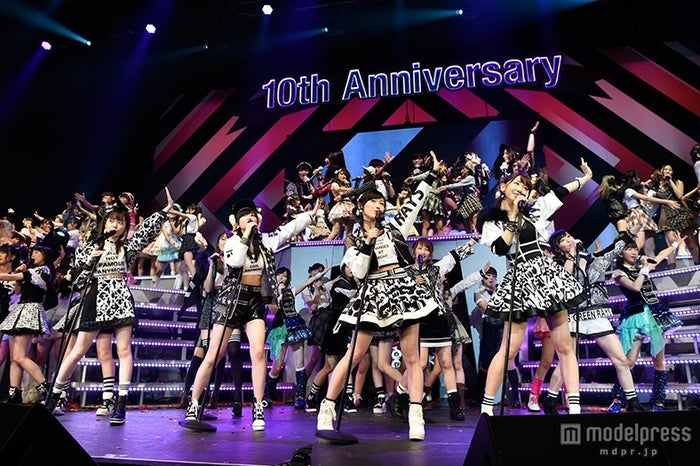 AKB48「ヘビーローテーション」(C)AKS