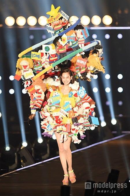 「第21回 東京ガールズコレクション2015 AUTUMN/WINTER」に出演した水原希子【モデルプレス】
