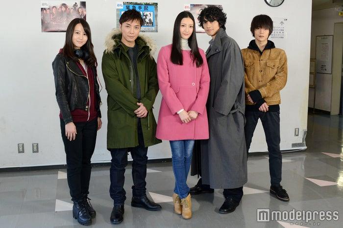 (左から)堀北真希、成宮寛貴、菜々緒、斎藤工、窪田正孝(C)モデルプレス
