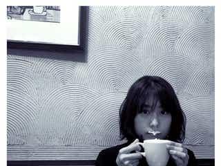 有村架純、おちゃめショットが可愛すぎ「コーヒーが冷めちゃいますよ」「癒やし」の声続出