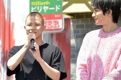 見守る町田啓太(右)/(C)モデルプレス