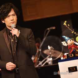 稲垣吾郎とミッキーマウスの貴重な2ショット(C)モデルプレス