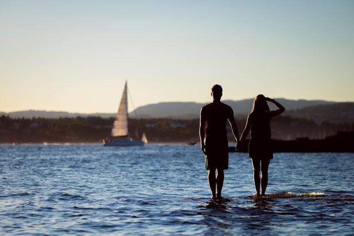 バイバイが辛い…デートの別れ際の寂しさを乗り越える方法6つ/photo by GAHAG