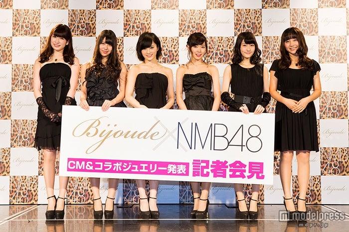 NMB48/(左から)吉田朱里、白間美瑠、山本彩、渡辺美優紀、矢倉楓子、薮下柊
