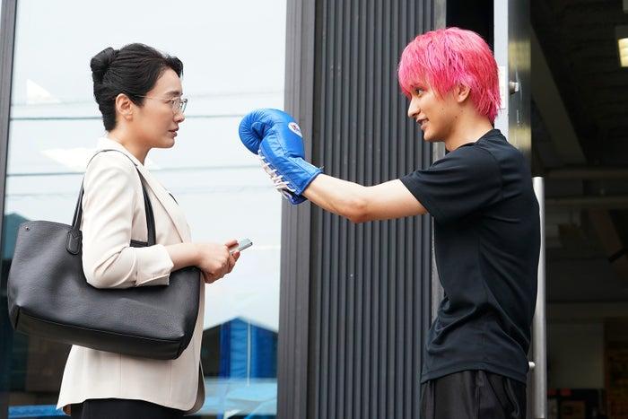 仲間由紀恵・瀬戸利樹/「偽装不倫」第4話より(C)日本テレビ