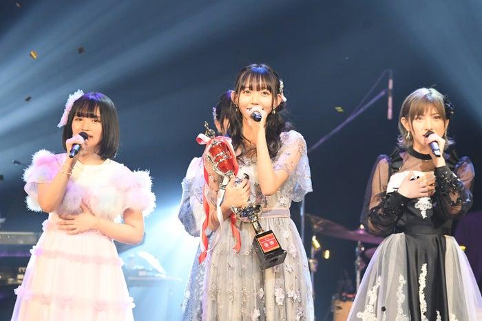 第1回大会優勝・SKE48野島樺乃(中央)(提供写真)