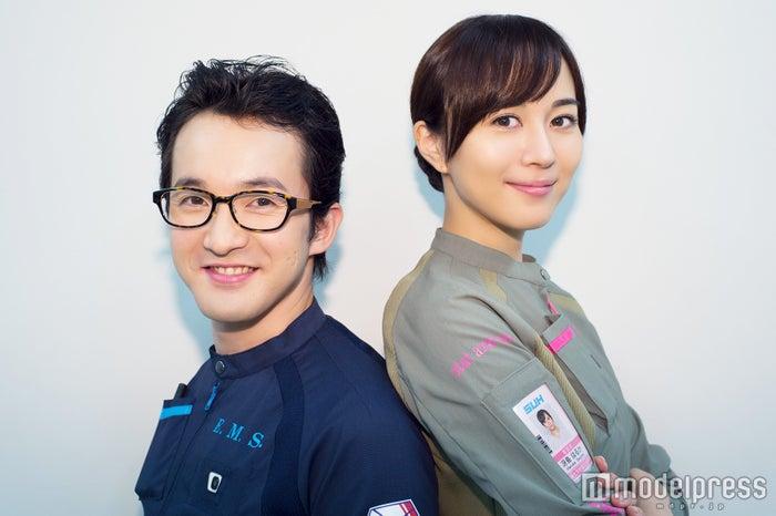 モデルプレスのインタビューに応じた浅利陽介&比嘉愛未 (C)モデルプレス