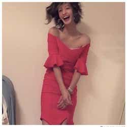 """モデルプレス - 西山茉希""""デコルテ&美脚""""披露 スレンダーボディに反響「憧れスタイル」の声"""