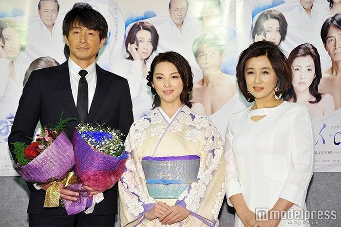 (左から)吉田栄作、田中麗奈、秋吉久美子(C)モデルプレス