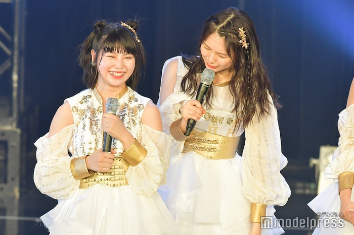 小畑優奈の可愛さを熱弁する菅原茉椰(右)/SKE48「TOKYO IDOL FESTIVAL 2018」 (C)モデルプレス