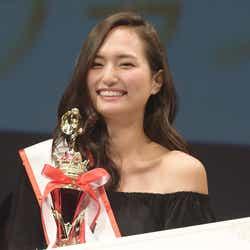 グランプリ を獲得した青山学院大学3年・山賀琴子さん(C)モデルプレス