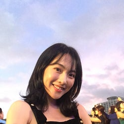 知英、SEXYドレスで韓国凱旋 美背中&美脚あらわレッドカーペットで2000人を魅了