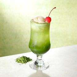 スタバ「ロースタリー 東京」はティー専門フロアも熱い!クリームソーダに窒素ミルクティー…革新的なお茶の世界に感動