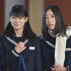 東李苑、松井珠理奈「私 結婚できないんじゃなくて、しないんです」第9話・場面カット(C)TBS
