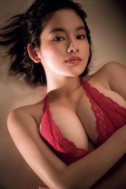 筧美和子、SEXY赤ランジェリーで豊満バストあらわ「今までに…
