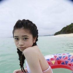 注目の女優・桜田ひより、初々しい水着姿を披露 キュートな表情で魅了<コメント到着>