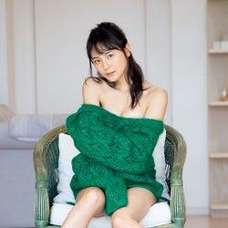 ラストアイドル池松愛理、美谷間ちらり 妖艶肌見せ