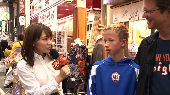 秋元真夏(左)(C)テレビ東京