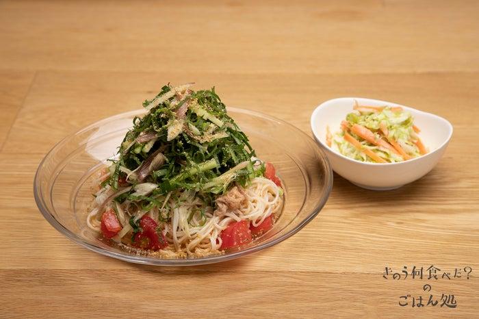 ツナとトマトの具だくさんそうめん・コールスローサラダ 1,090円(税別)/画像提供:パルコ