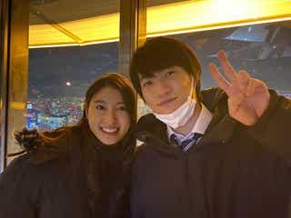 神木隆之介&土屋太鳳、東京タワーで仲良し2ショット「夜景より美しい」とファン絶賛