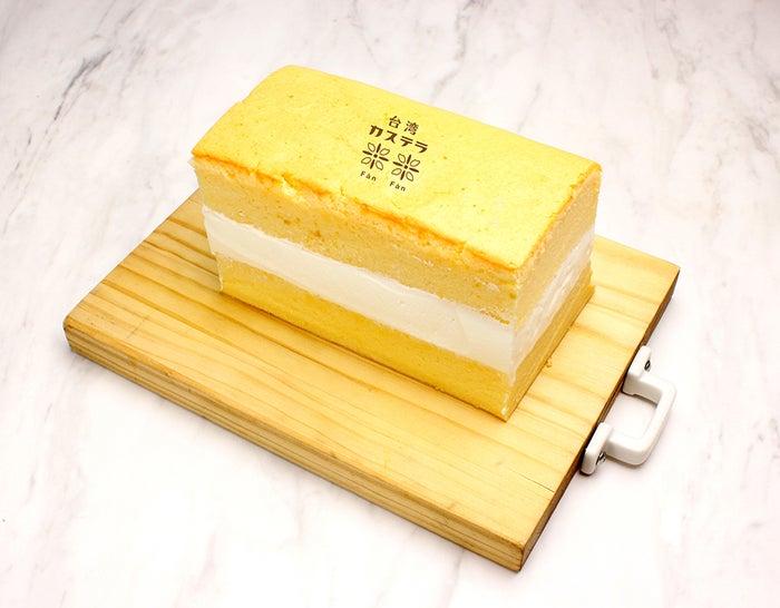 台湾カステラ 生クリームサンド ・小麦粉生地¥880 ・米粉生地¥980/画像提供:LIFEstyle