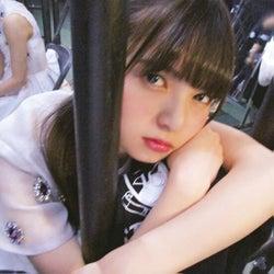 彼女感あふれるアンニュイな表情の齋藤飛鳥(撮影/斎藤ちはる)(提供写真)