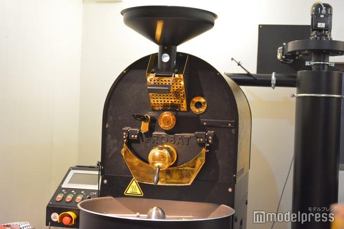 個人経営のカフェには珍しい珈琲焙煎機があるためフレッシュなコーヒーを楽しめる(C)モデルプレス